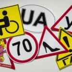 знаки которые клеят на автомобиль после получения прав